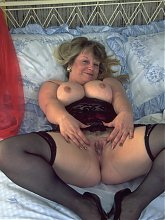 Chunky mature slut showing her body
