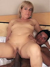 Experienced MILF Chamara wraps her mouth around a thick black dick and gets her gob creamed