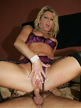 Blonde MILF Chelsea Zinn deep throats and takes a thick cock inside her butthole